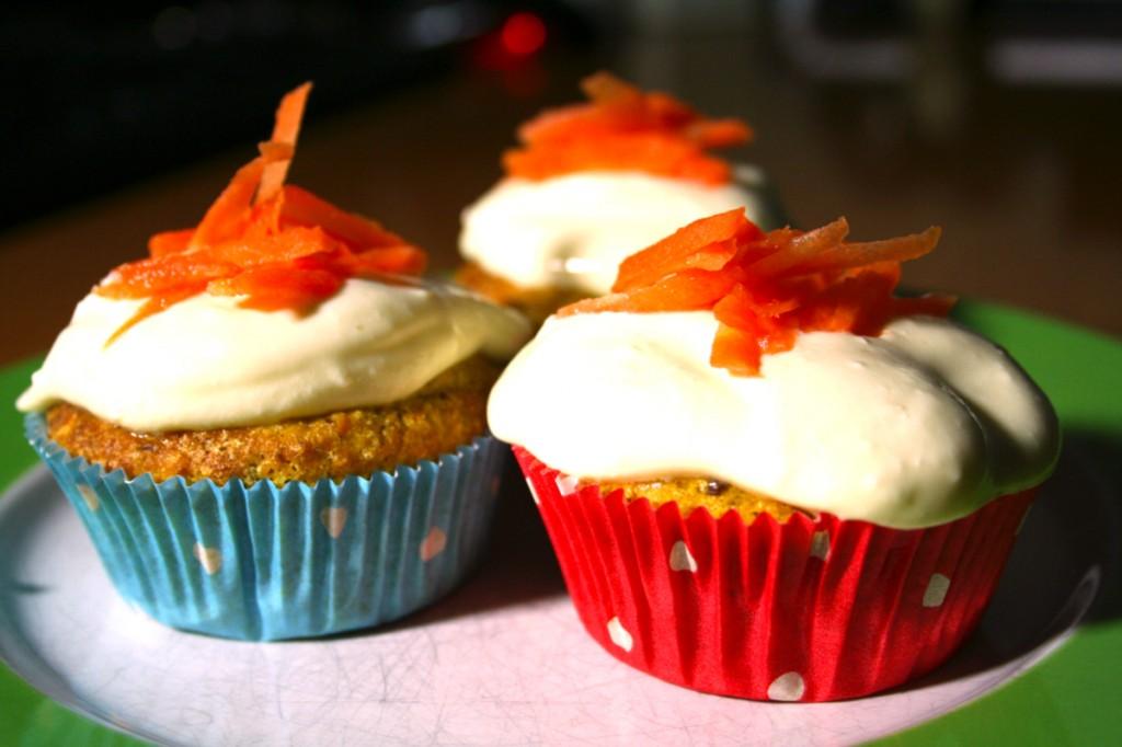 Möhren-Cupcakes mit Mascarpone-Orangen-Topping